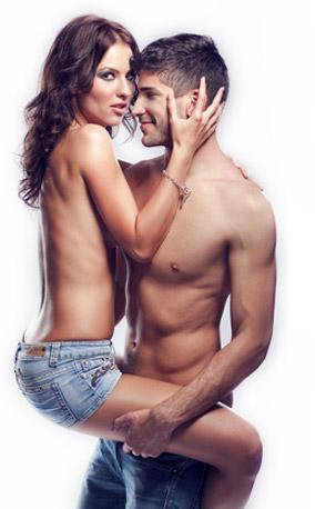 kobieta uwodzi feromonami mężczyznę
